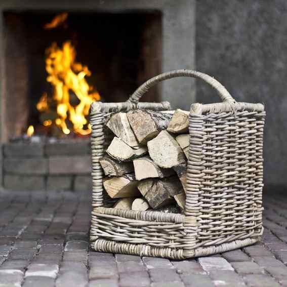 Rieten houtmand met hengsel klein